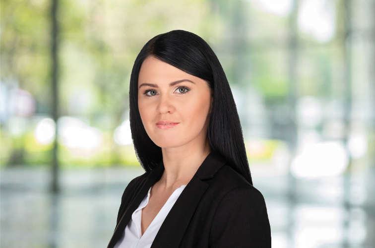 Emese Molnár, TAX ADVISORY | SENIOR manager